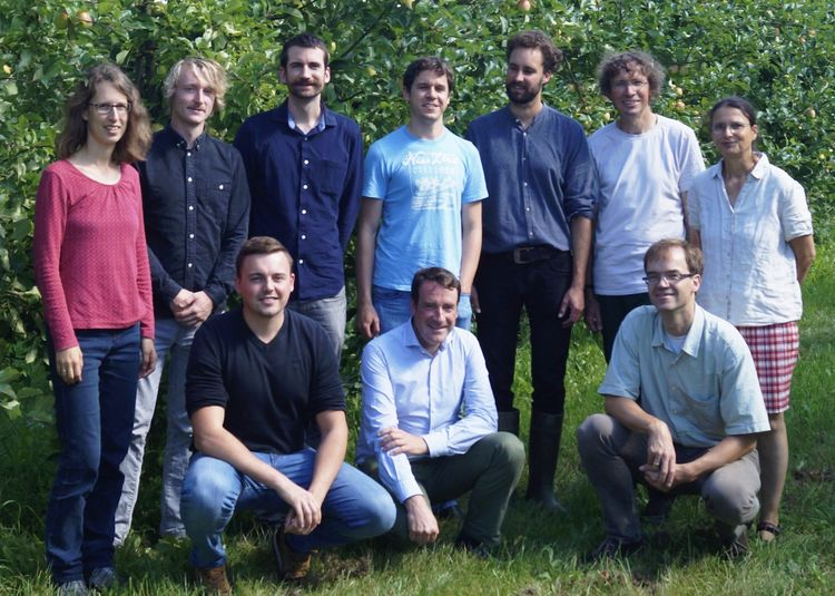 "group picture, Meeting of the research group members in 2017 at organic fruit farm ""Das Apfelschiff"" in Hollingstedt"