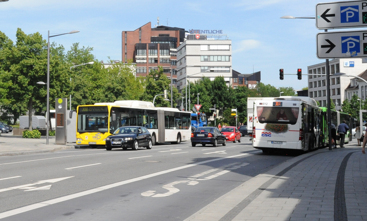 Buses and cars on a road in Oldenburg